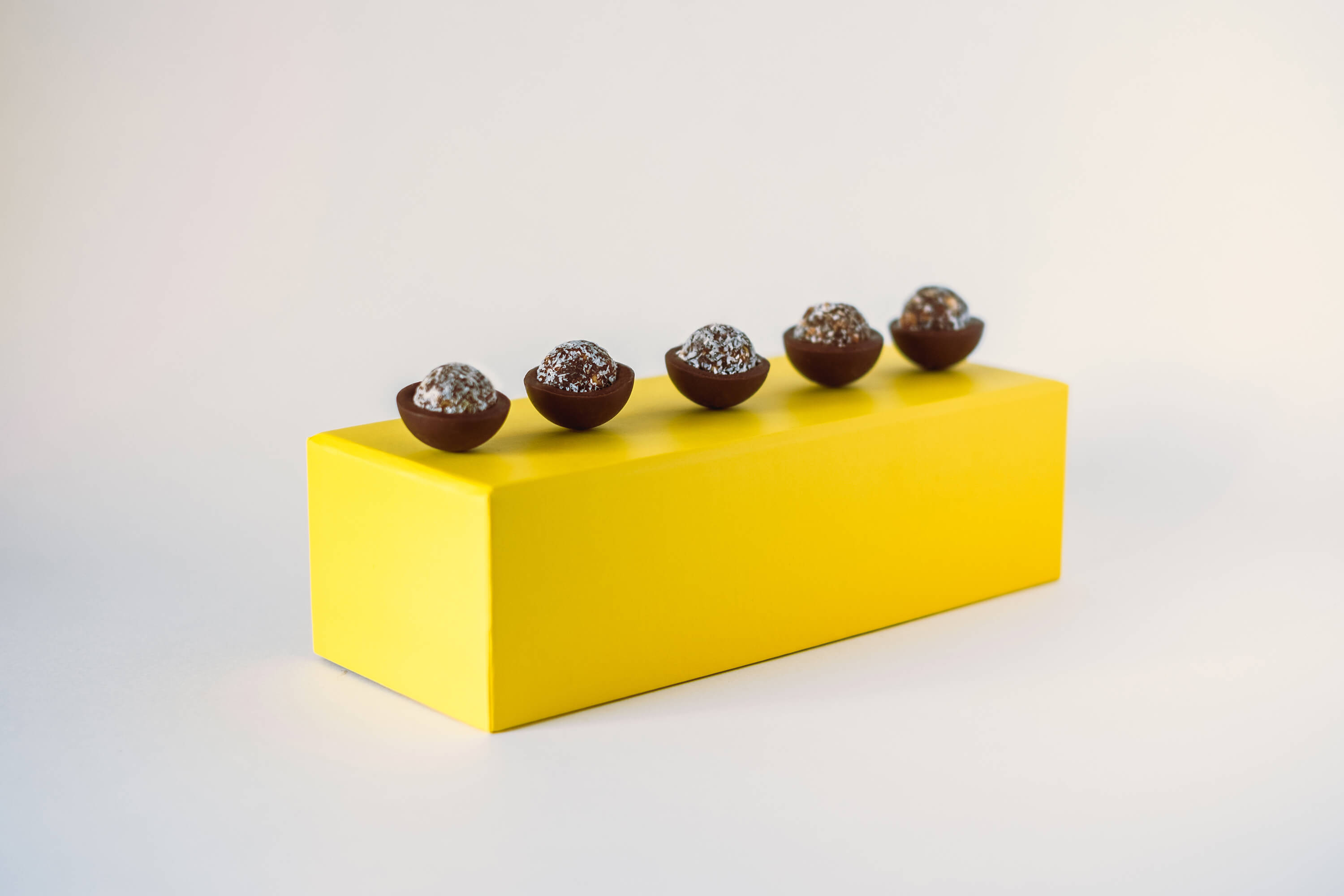 cococamel_chocolates_line_yellowbox